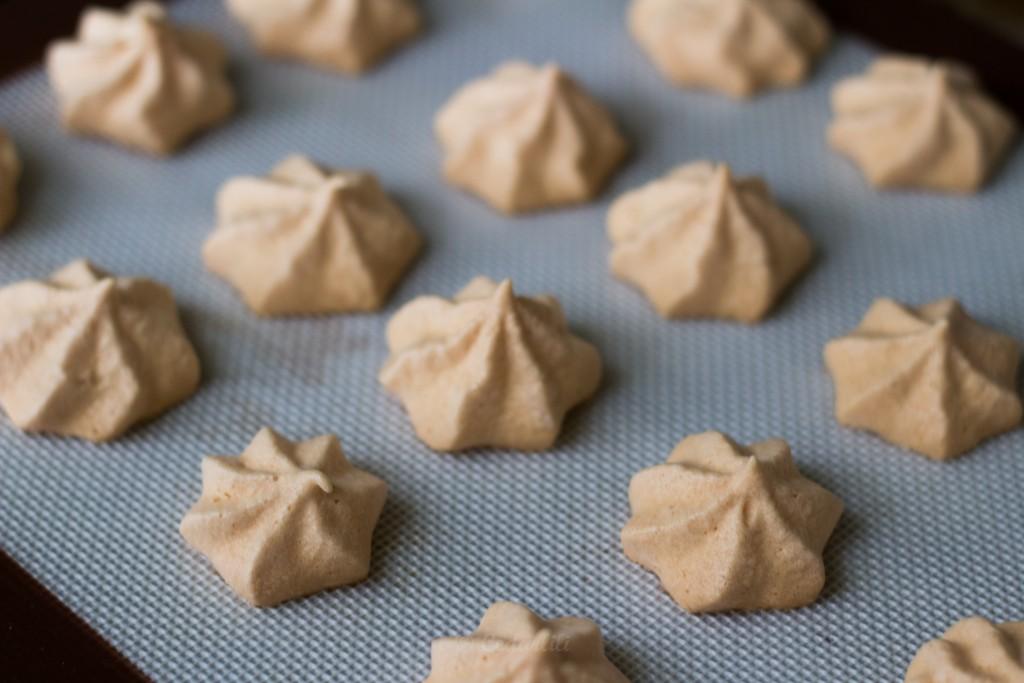 Little meringue stars