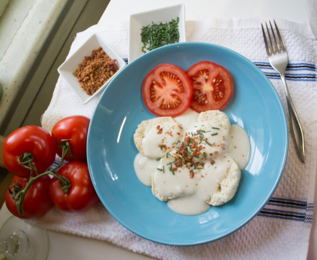 Biscuit and gravy with tomatoes